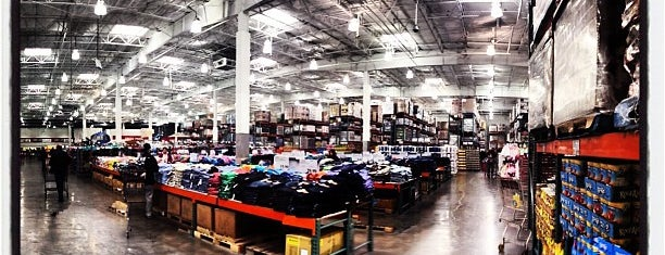 Costco is one of Locais curtidos por Constance.