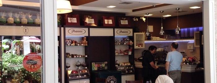 Chocolates Prawer is one of Orte, die Gustavo gefallen.