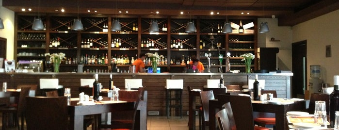 Sardinella Restaurant is one of สถานที่ที่ Jose A. ถูกใจ.