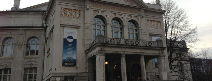 Prinzregententheater is one of Gregorさんのお気に入りスポット.
