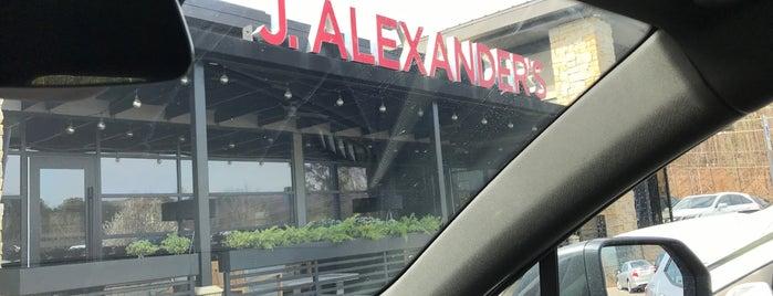 J. Alexander's is one of Lieux qui ont plu à Paul.