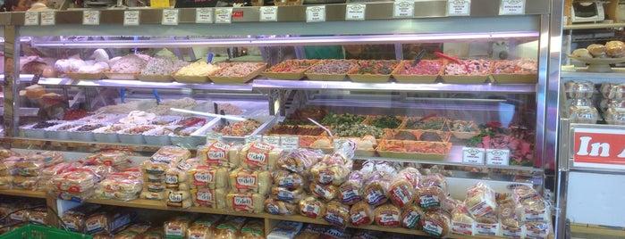 Burrini's Olde World Market is one of Lieux qui ont plu à Maureen.
