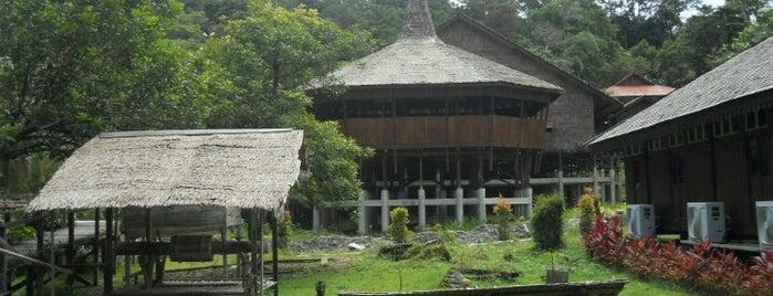 Sarawak Cultural Village is one of Posti che sono piaciuti a Sam.