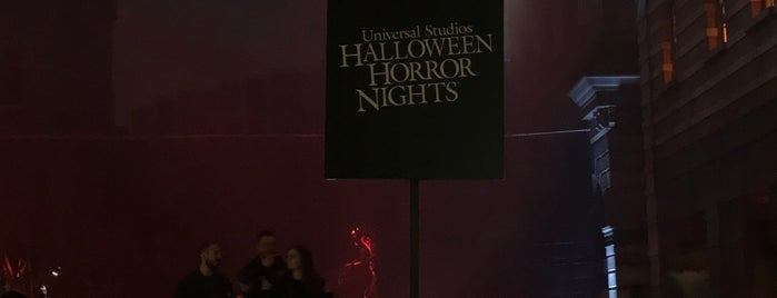 Halloween Horror Nights is one of J R 님이 좋아한 장소.