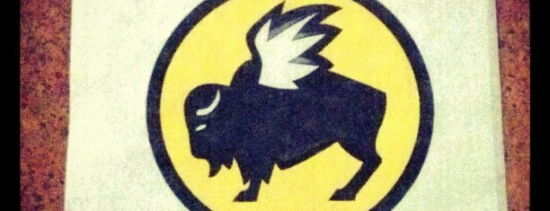 Buffalo Wild Wings is one of Tempat yang Disimpan Daron.