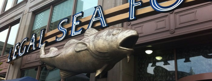 Legal Sea Foods is one of Boston Spots.