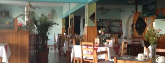 Cocina internacional California Café is one of Areliさんの保存済みスポット.
