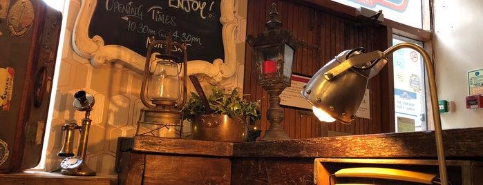 Rising Cafe is one of Lugares favoritos de Thomas.