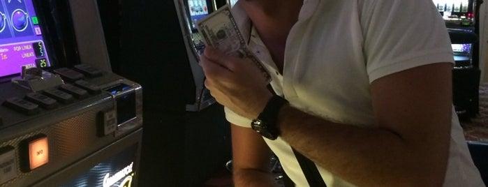 Casino is one of Orte, die Tammy gefallen.