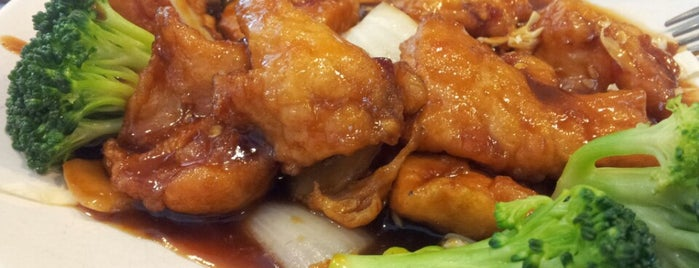 China Chef is one of Lieux qui ont plu à Michi.