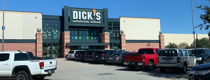 DICK'S Sporting Goods is one of Stephaniaさんのお気に入りスポット.