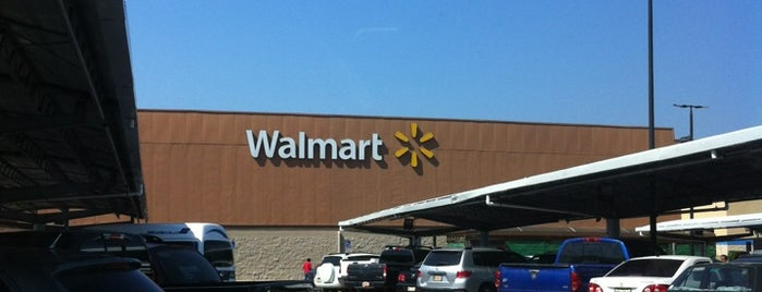 Walmart is one of Locais curtidos por Marbellys.