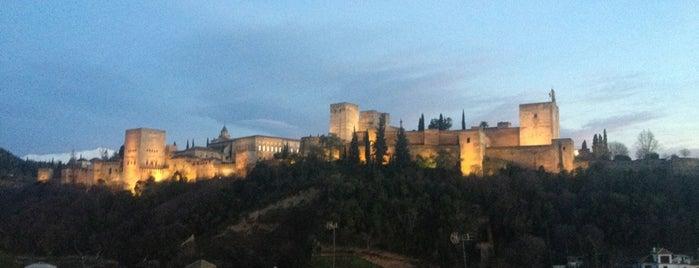 Granada is one of Capitales de provincia.