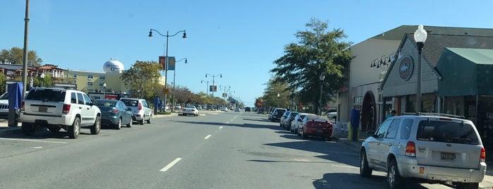 Rehoboth Avenue is one of Orte, die Andrew gefallen.