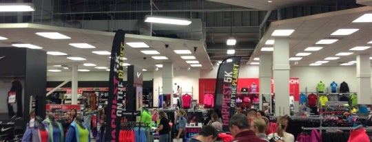 Sports Authority is one of Lugares favoritos de Nathan.