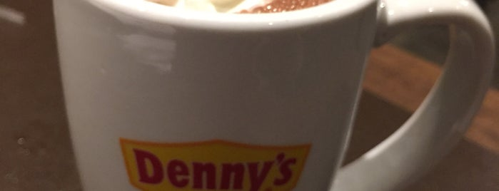 Denny's is one of Kobeさんのお気に入りスポット.