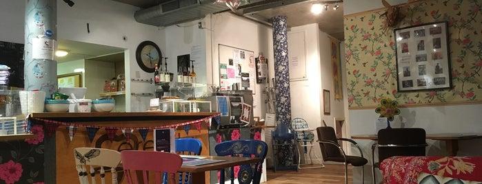 Serenity Cafe is one of eryn: сохраненные места.