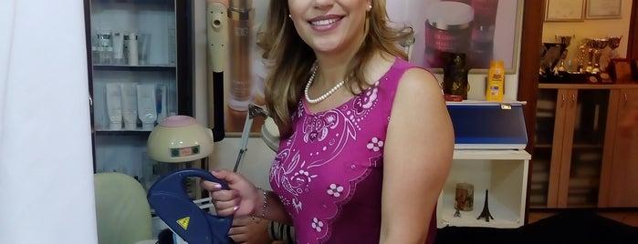 Özden Genç Beauty is one of Kizlar Ve Ben.