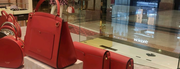 Kate Spade is one of Locais curtidos por Arie.