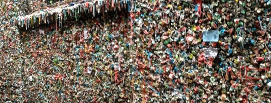Gum Wall is one of Locais salvos de Queen.