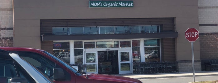 MOM's Organic Market is one of Elizehさんのお気に入りスポット.