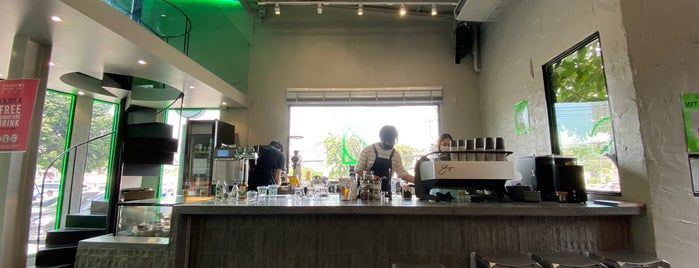Liquid Objects - coffee & bagels is one of 07_ตามรอย_coffee.