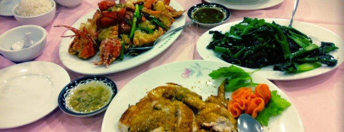 East Harbor Seafood Palace (迎賓大酒樓) is one of Chinese Food.
