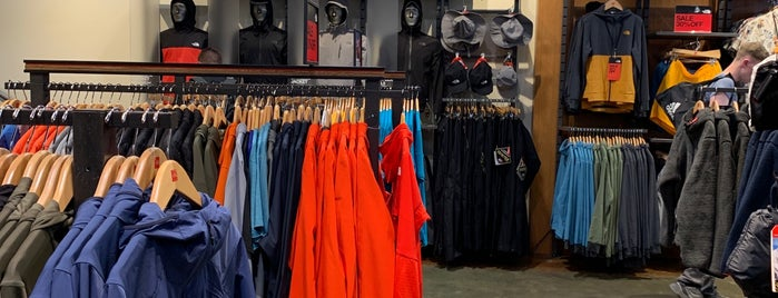 The North Face - Granville Street is one of Tempat yang Disukai Winnie.