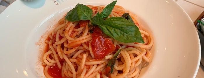 La Pizza & La Pasta @ Eataly is one of Orte, die Mauricio gefallen.