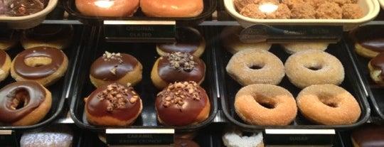 Krispy Kreme is one of สถานที่ที่ Bandder ถูกใจ.