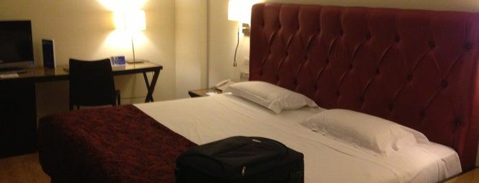 Hotel Guadalete is one of สถานที่ที่ Sarah ถูกใจ.
