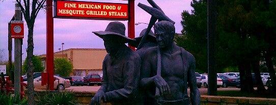 La Hacienda Ranch Frisco is one of Lieux qui ont plu à Mike.