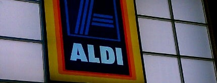 ALDI is one of Lieux qui ont plu à MacKenzie.