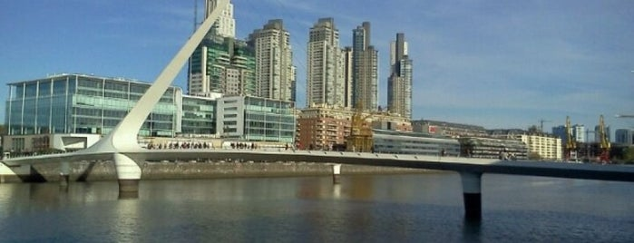 Puerto Madero is one of lugares.