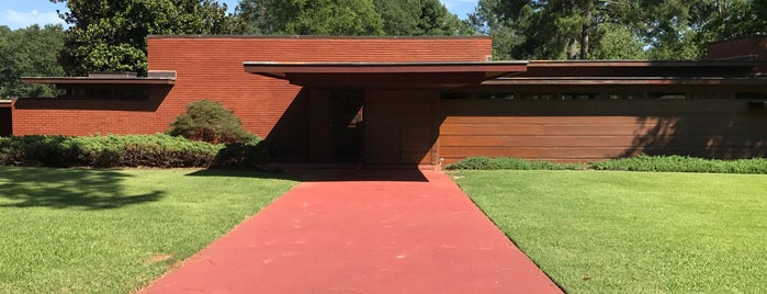 Frank Lloyd Wright - Rosenbaum House is one of Tempat yang Disukai Susan.