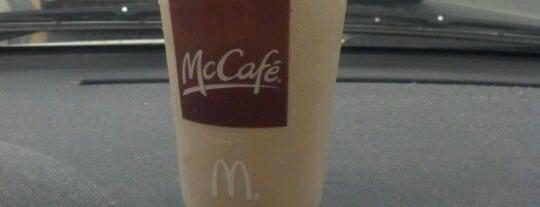 McDonald's is one of Tempat yang Disukai Desiree.