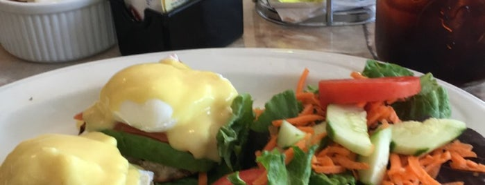 Eggty8 Cafe is one of Christinaさんのお気に入りスポット.
