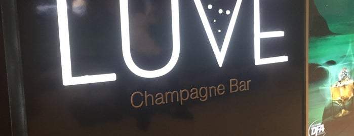 Luve Champagne Bar is one of Lieux qui ont plu à Дарина.