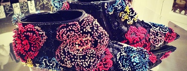 Roger Vivier is one of Stilettos Addicted.