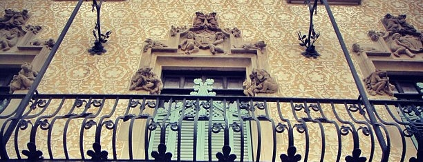 Casa Amatller is one of Barcelona en 5 días.