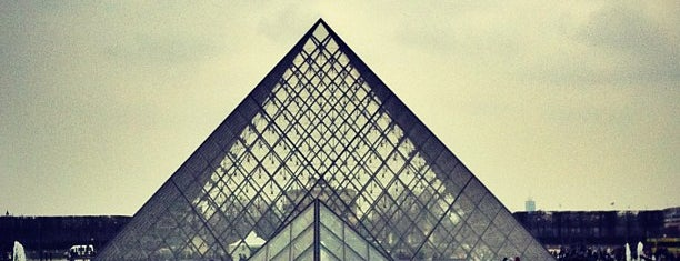 Pyramide du Louvre is one of Paris: husband's hometown ♥.