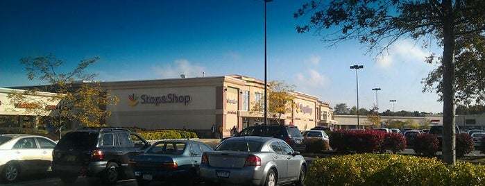 Super Stop & Shop is one of Locais curtidos por Karen.
