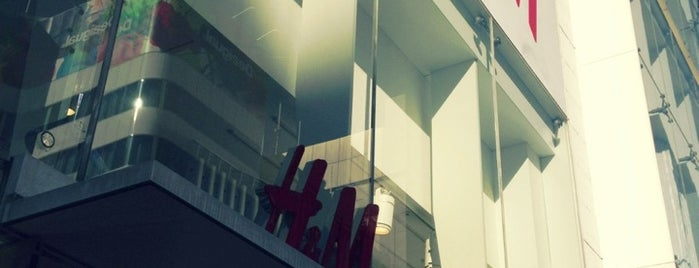 H&M is one of สถานที่ที่ Fidel ถูกใจ.