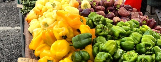 Santa Monica Farmers Market is one of Los Angeles Favorites.