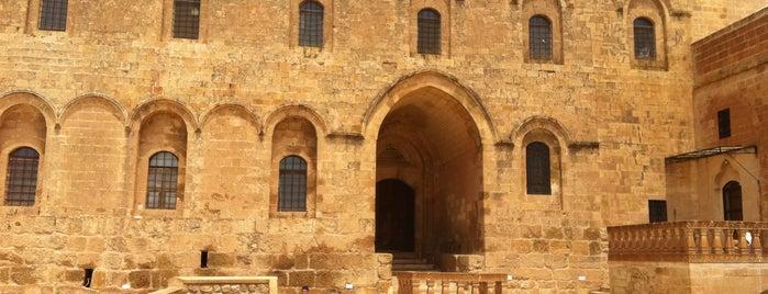 Deyrulzafaran Manastırı is one of Filiz'in Kaydettiği Mekanlar.