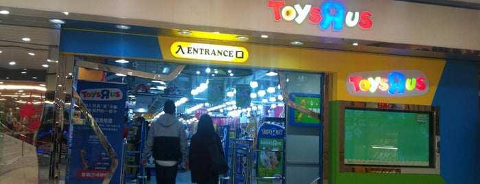 "Toys""R""Us is one of Lugares favoritos de Shank."