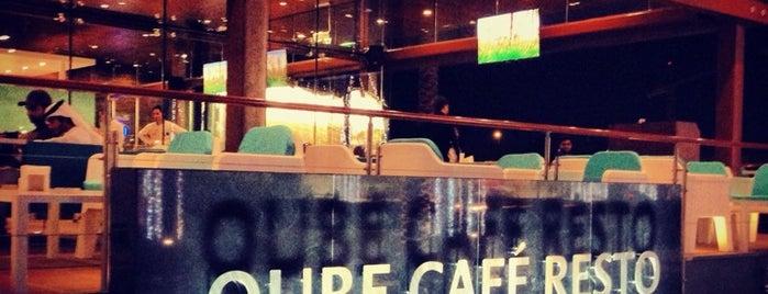 Qube Cafe Resto is one of Locais curtidos por Leen.