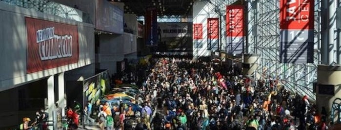 New York Comic Con is one of Orte, die Brian gefallen.