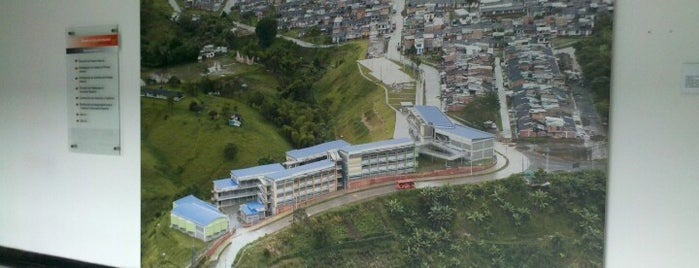 Ministerio de Educacion Nacional is one of Posti che sono piaciuti a Andrés.