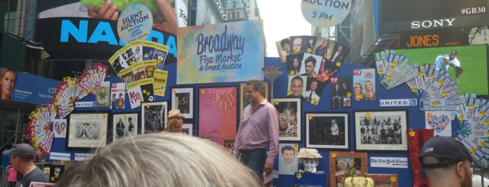 26th Annual Broadway Flea Market & Grand Auction is one of Ricardo J.さんのお気に入りスポット.